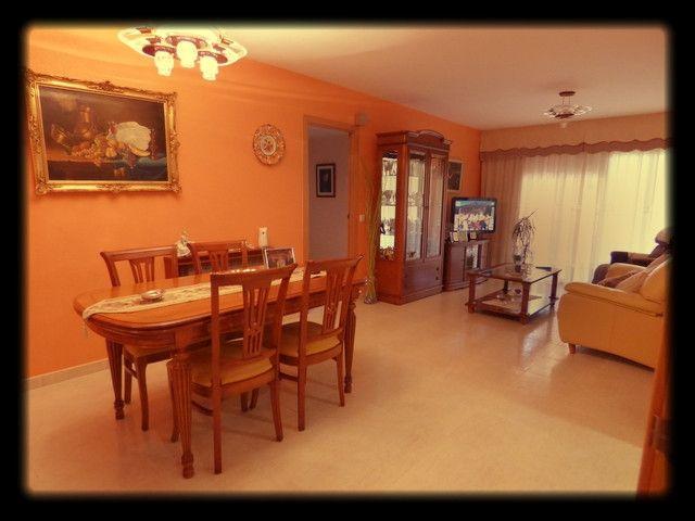 Buenas....Aquí va un piso en venta cerca de la playa, con piscina y jardín comunitarios, con cocina office, comedor espacioso, 3 habitaciones dobles y una de ellas es suitte, lavadero.  Plaza de parking incluida. ¡Precio muy asequible!    REF: P1139    http://qoo.ly/g3suq    🔑 www.finquesquim.com / Tel.937 61 32 65 / Mov. 661 406 521 /   🔑 ···Encontramos tu hogar···