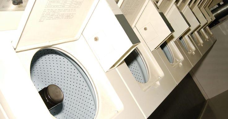 Cómo instalar un cable de puente en el interruptor de la tapa en una lavadora Whirlpool. Si estás tratando de solucionar los problemas de tu lavadora Whirlpool, es posible que debas operar la lavadora con la tapa abierta. Por razones de seguridad, la lavadora no entrará en el ciclo de centrifugado mientras la tapa esté abierta. Para ejecutar la lavadora con un ciclo completo con la tapa abierta, es necesario la instalación de un cable ...