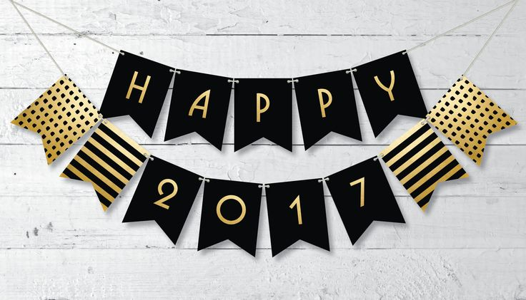 FREE PRINTABLE! Celebrate New Year's Eve in a classy way with this printable Happy 2017 banner in black and gold.