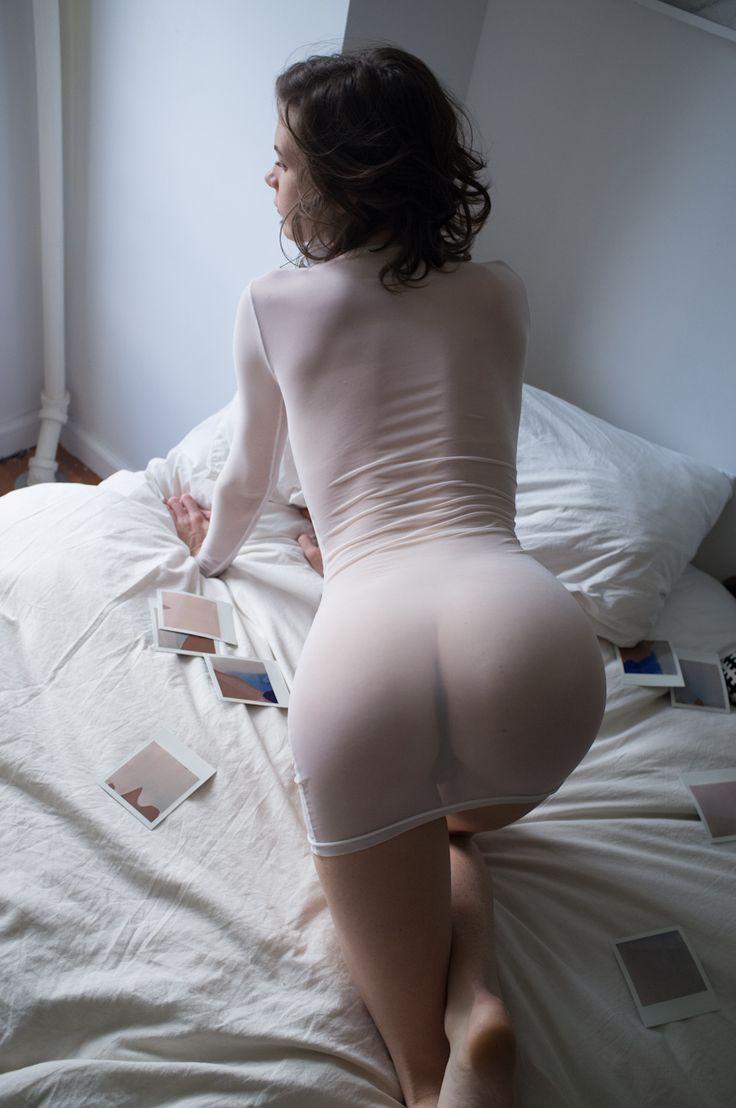 бабите мягкое платье голая попка опустила руку ниже