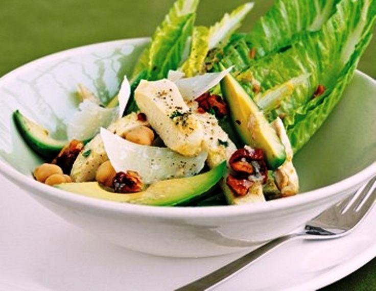 Σαλάτα με κοτόπουλο, μήλο και αβοκάντο Μια τραγανή πράσινη σαλάτα για να συνοδεύσετε το κυρίως πιάτο.