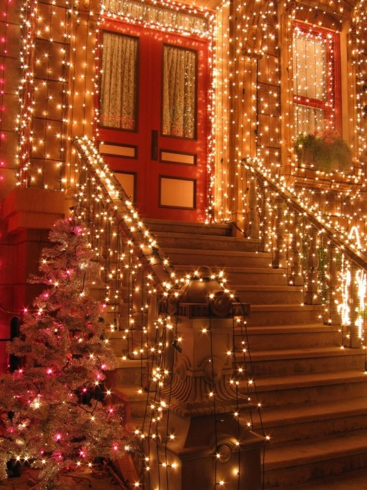 EZ Holiday Lights Has Been Providing Professional Holiday Decorating  Services For Commercial And Residential Customers.