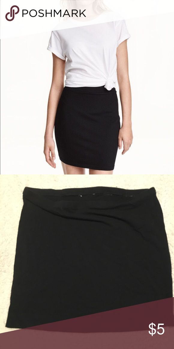 ⭐️4 for $15⭐️ H&M Basic Jersey Mini Skirt Sz Large H&M Basic Jersey Mini Skirt  In good condition, worn a handful of times No holes or stains I cut off the tags because they were itchy but this is a size Large  Bundle up with other sale items marked 4/$15 and save! H&M Skirts Mini