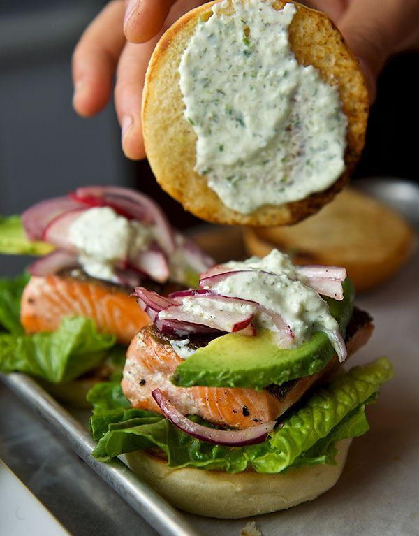 Salmon Sliders with yogurt-cucumber-dill sauce + avocado // delicious healthy meal for lunch or dinner
