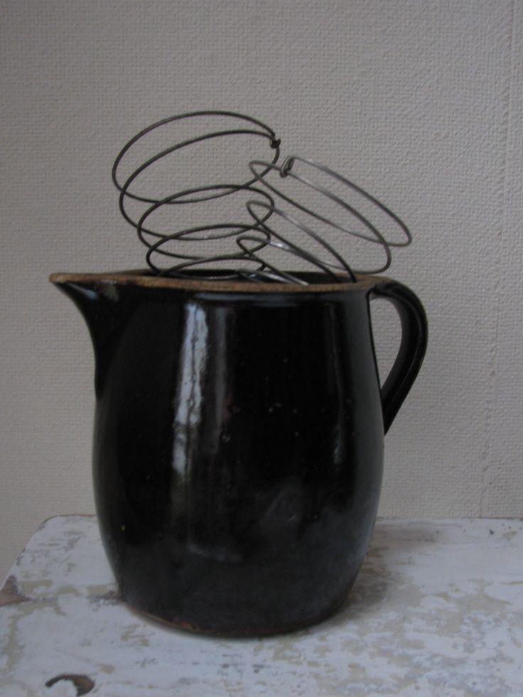 oude kan met kloppers | old jug