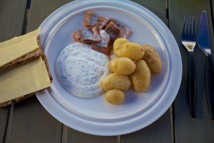 Swedish Midsommar Dinner - Matjésill, gräddfil med gräslök och färskpotatis