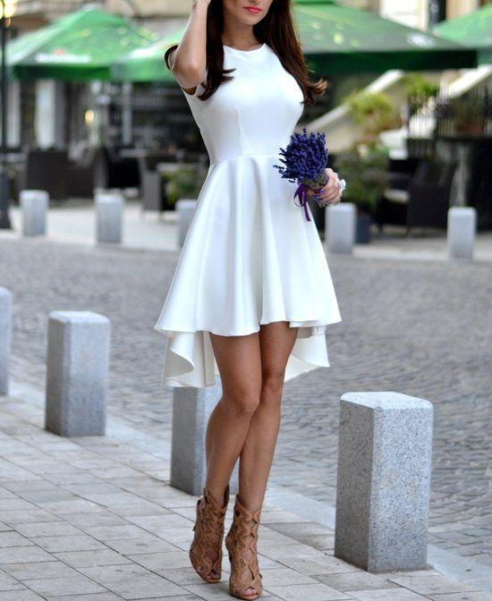Top 5 Vestidos Casuales Modernos 2015: Vestido casual moderno en color blanco con un toque elegante: