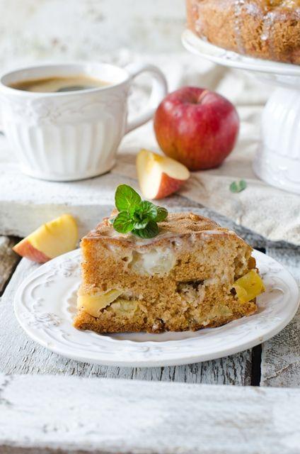 Яблочный пирог с заливкой из кефира и сгущенного молока