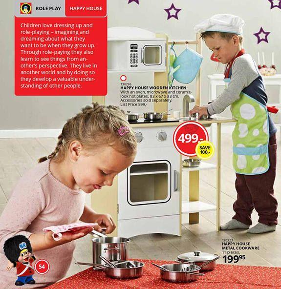 A rede de brinquedos sueca Top-Toy, tem conquistado visibilidade e muitos clientes ao criar anúncios, para seus brinquedos, sem distinção de gênero.  No catálogo de produtos, não há divisão entre meninos e meninas e ambos aparecem brincando com todo tipo de brinquedo.