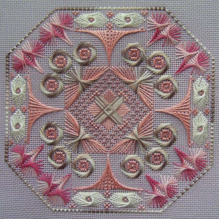 Сегодня я покажу Вам свою первую вышивку на моноканве Arabesque Rose by West End Embroidery, Надеюсь, что мой процесс вдохновит и Вас на этот вид вышивки.