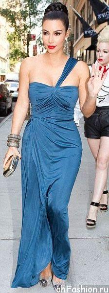 Ким Кардашян в длинном платье от Вера Вонг