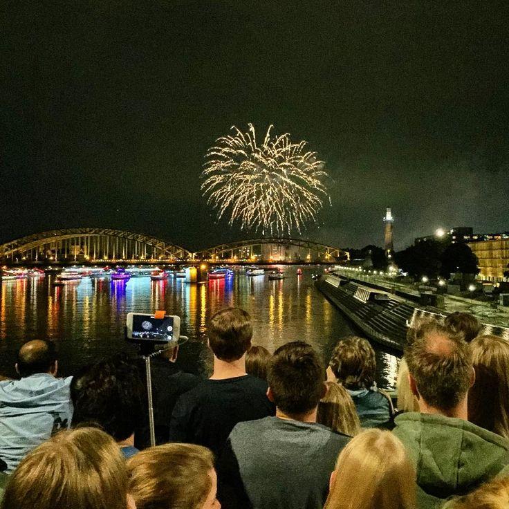 Kölner Lichter: summer fireworks over the Rhine river #kölnerlichter #kölnerlichter2016 #fireworks #summernights #rhein #rhine #köln