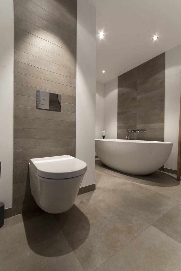 Badezimmer mit Fliesenstreifen – # Badezimmer # mi…