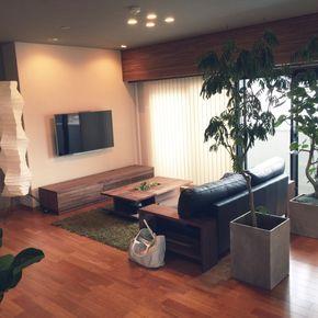 Shige-ReTriqueさんの、リビング,観葉植物,ソファ,北欧,リフォーム,バーチカルブラインド,壁掛けテレビ,コーブ照明,グレー好き,KOKOROISHI,イサムノグチAKARI,ウォールナット壁紙,のお部屋写真