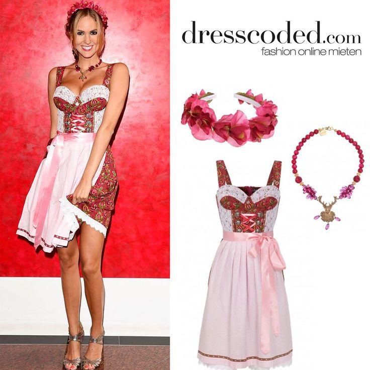 Maria Imizcoz im Dirndl in Dunkelrot/Pink mit Karoschürze von ENA Trachten. Zu leihen bei dresscoded.com.#dresscoded