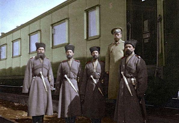 Царь Николай II с казаками конвоя. Российская империя. Первая мировая война.