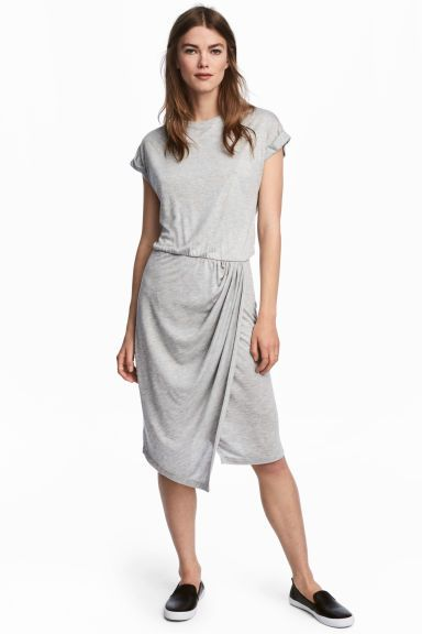 Wrap dress Model