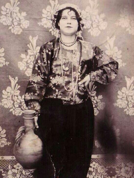 Yerel Kıyafetleri ile Türk Kadin