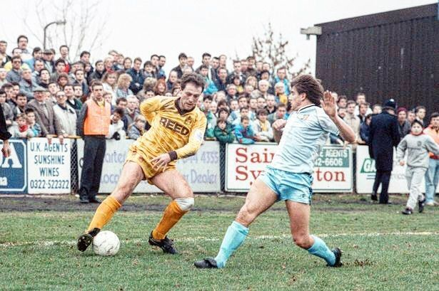 #retro Sutton United picture the non-league side just caused the biggest upset of the 2017 FA Cup by knocking out Championship side Leeds United nice one! #footyscout #football #soccer #footy #goals #training #instalike #player #vintage #footballer #blogger #fast #love #game #futbol #club #sports #legend #run #instagood #score #winning #sutton #leeds #united #england #facup #champion