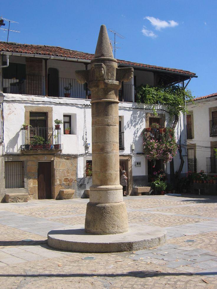 Plaza de España. El Rollo, símbolo de autonomía penal y judicial.