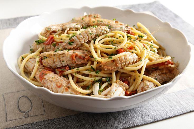 I bucatini con le canocchie sono un piccolo capolavoro di mare semplice da preparare. Prova la ricetta del Cucchiaio d'Argento!