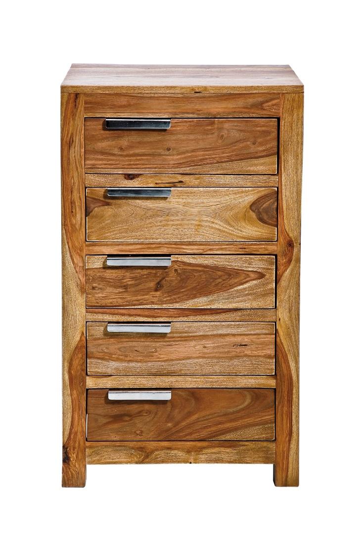 KARE Design Edle, massive Kommode in klarer Formensprache. Das Holz verleiht ihr eine warme Note. Puristische Griffe aus Stahl. Fünf Schübe für eine Menge Dinge und Utensilien.