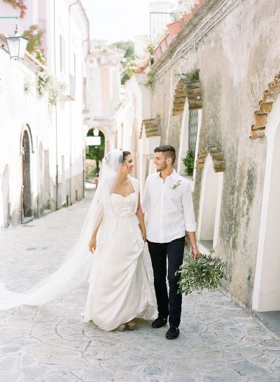 Italian elopement: http://www.stylemepretty.com/destination-weddings/2015/01/12/romantic-amalfi-coast-elopement-inspiration/ | Photography: Alicia Swedenborg & Melissa Schollaert