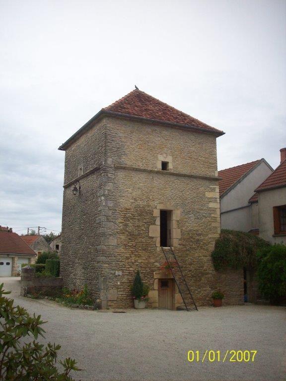 Fain lès Moutiers, tour de la maison de Ste Catherine Labouré