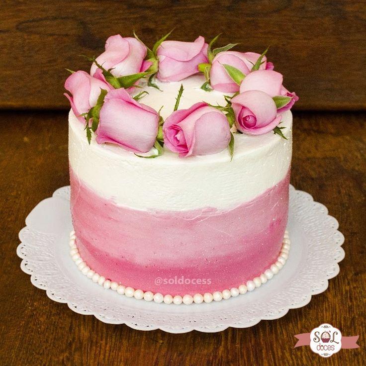 Parabéns Angelita! Que seu dia seja doce e florido também! Deus te abençoe! 🍰🌹 Quem aí gosta de receber flores? E se vier acompanhado de algo a mais para ser ainda mais especial!? Marque aqui aquela pessoa querida que merece um bolinho desses! 🤗🌷🎂 #soldoces #bonitoegostoso #querocomer #bolorosas #boloaniversario #cake #lovecake #bolo #amobolo