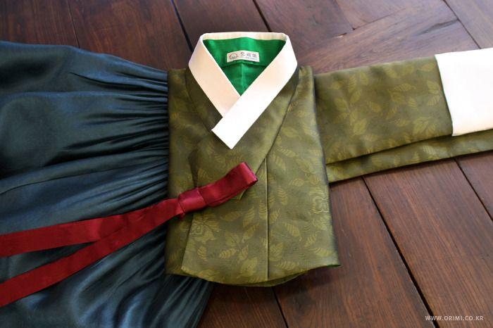 오리미한복 :: 카키색 저고리에 붉은 고름, 남색 치마의 시어머니 혼주 한복