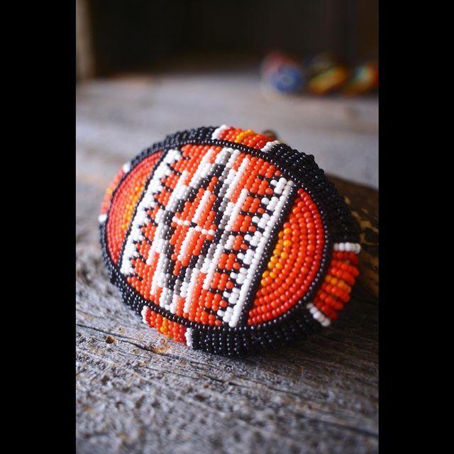 . beaded bead buckle . 最近は、シャツをインするのがアレみたいなんで、バッチリ見せれますね‼︎ . #kazoo #beads #beadwork #beadedbeads #buckle #leather #deerskin #handmade #czechseedbead #ビーズワーク #ビーズ #バックル #ビーズ細工