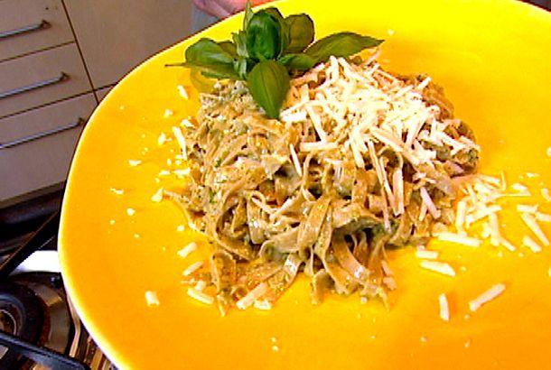Hemlagad pasta med pesto | Recept.nu