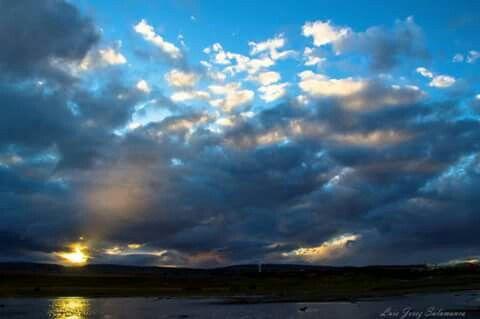 Atardecer en Humedal tres puentes, Punta Arenas, Chile.