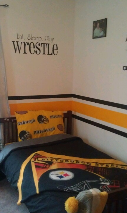 boy s room steeler theme gray wall instead of white