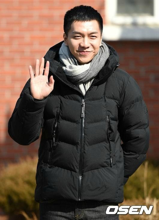 Lee Seung-gi reports for army duty » Dramabeans Korean drama recaps(I'm going to miss your sweet smile!)