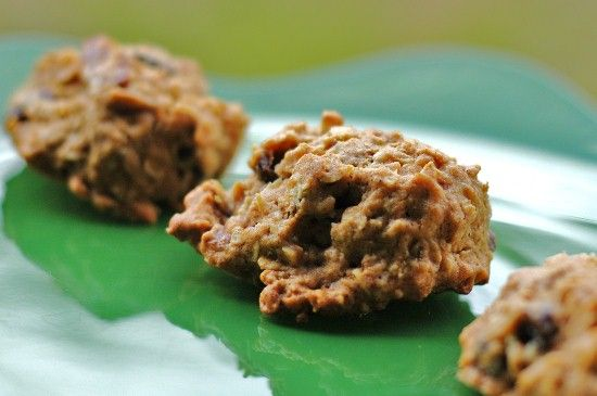 Healthy Oatmeal Raisin Cookies. No sugar, no butter, but they are so ...