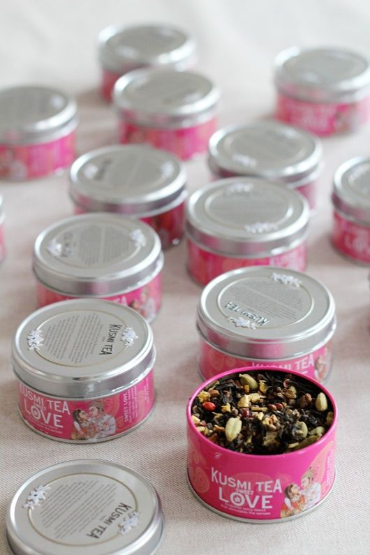 Subtle, spicy blend that combines black tea, liquorice root, guarana seed, pink peppercorn and various spices. Sweet Love is an invitation to reawaken your senses: guarana boosts energy levels and...