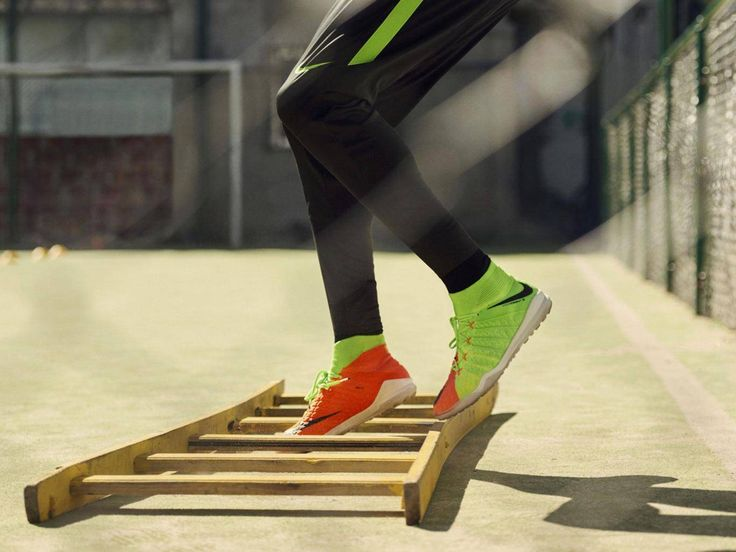 7 best astro turf football boots featured imgae