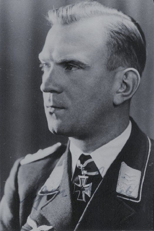 "Leutnant Egon Delica (1915-1999), stellv. Führer Sturmgruppe ""Granit"" in der Fallschirmjäger Sturmabteilung ""Koch"", Ritterkreuz 12.05.1940"