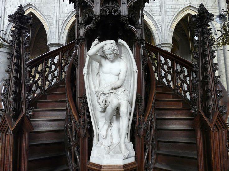 Lucifer, Cathédrale_Saint-Paul,_Liège / Статуя Люцифера, Бельгия Люцифе́р (лат. Lucifer — «светоносный», греч. — «тот, кто приносит рассвет») в христ-ве — падший ангел, отождествляемый с Дьяволом