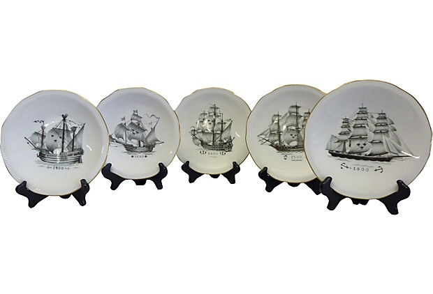 Swedish Ship Plates, Set of 5 - This would be cool to put with my Vasa ship collection although the Vasa ship isn't depicted in this set.
