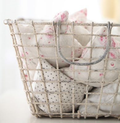 .: Pink Roses, Shabby Chic, French Baby, Sage Fabrics, Room Ideas, Rooms Ideas, Wire Baskets, Baby Rooms, Babies Rooms