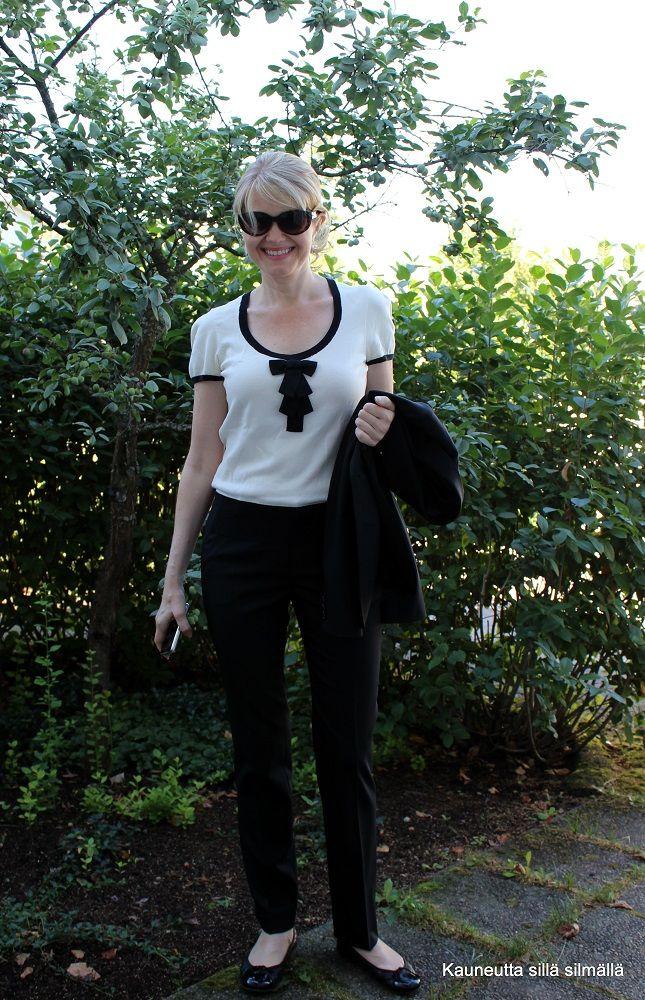 Musta-valkoinen on aina in. #jlindeberg #housupuku #ballerinat #sblogi http://kauneuttasillasilmalla.yhteishyva.fi/2014/08/13/superkuu/