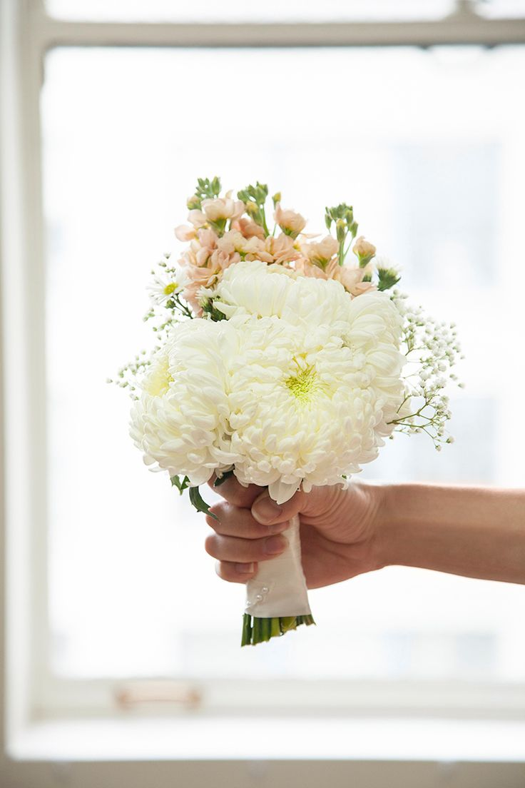 Build your own wedding bouquet with this easy #DIY!