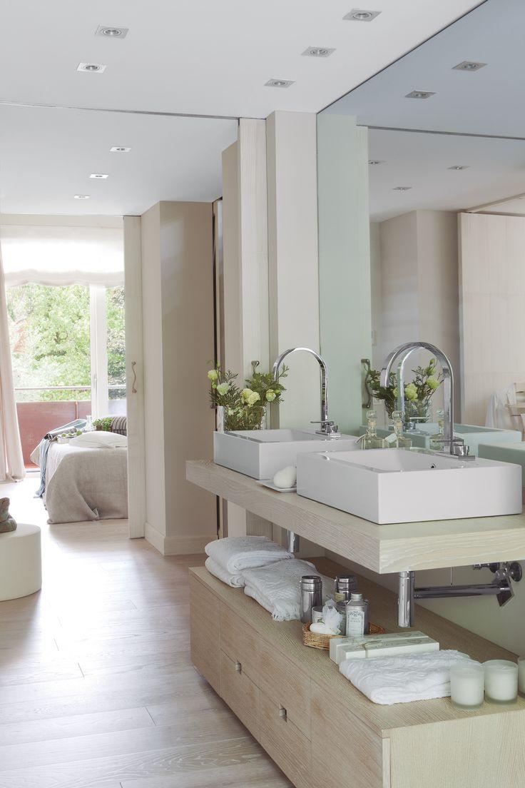 Fürdőszobával, két mosdó-mentes (00305135)
