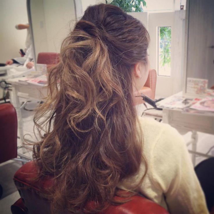 today's hair style☆  たまには、華やかハーフアップ☆ ダウンのカールは基本、内巻きだけど無造作感が出るように巻いていきます!  #ヘアセット #セット #ヘアアレンジ #アレンジ #ハーフアップ  #波ウェーブ #ツイスト #ねじねじ #ふわふわ #モフモフ #シンプル #結婚式 #ルーズ  #フェミニン #ブライダル #パーティー #二次会 #ありがとう #京都 #京都駅前 #t2style #love  #courarir #courarirhair #courarirkyotoekimae #courarirhairkyotoekimae