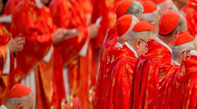4 cardenales piden al Papa Francisco clarificar algunos puntos de la Amoris Laetitia 14/11/2016 - 07:02 am .- El pasado 19 de septiembre 4 cardenales escribieron al Papa Francisco una carta en la que le piden clarificar 5 puntos de la exhortación apostólica postsinodal Amoris Laetitia sobre el amor en la familia.