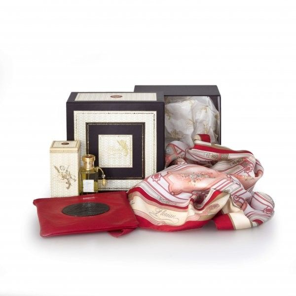 Stile Florian A precious collection of olfactory memories.  The hamper includes:  - 1 Florian scarf in pure silk reproducing the Florian's refined decorations and frescoes  - 1 Florian red leather pouch  - 1 eau de toilette Aqua Admirabilis vapo 50 ml.