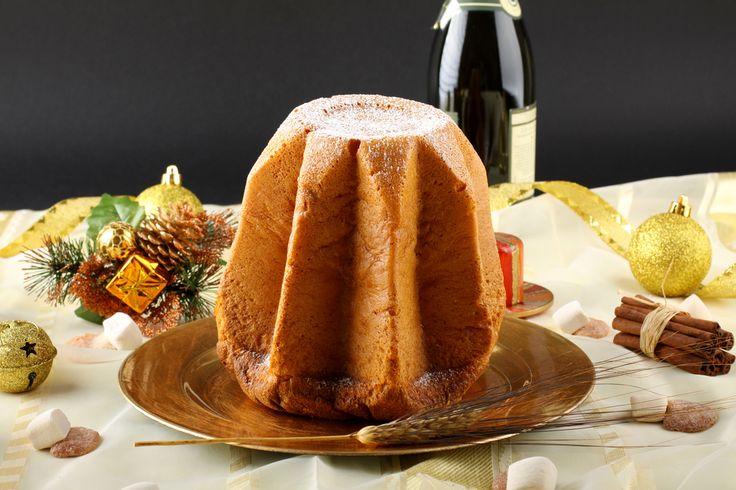Ricetta pandoro fatto in casa: una delle tradizioni del Natale è quella di gustare una fetta di pandoro a fine pasto oltre al panettone. Ecco come si fa in casa