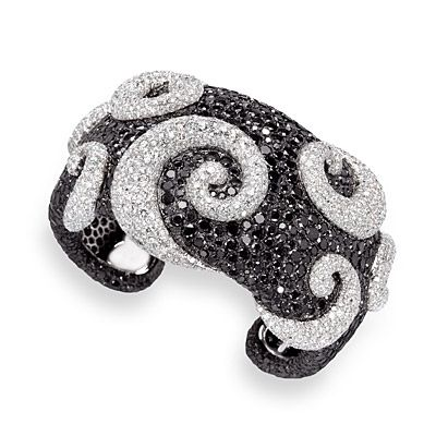 De Grisogono diamond jewelry, set with colorless and black diamonds. © De Grisogono.